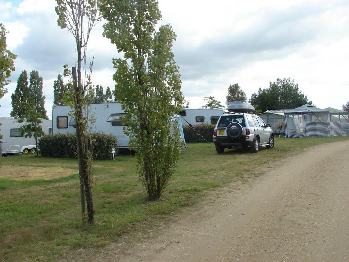 les allées du camping Val de Vie en Vendée