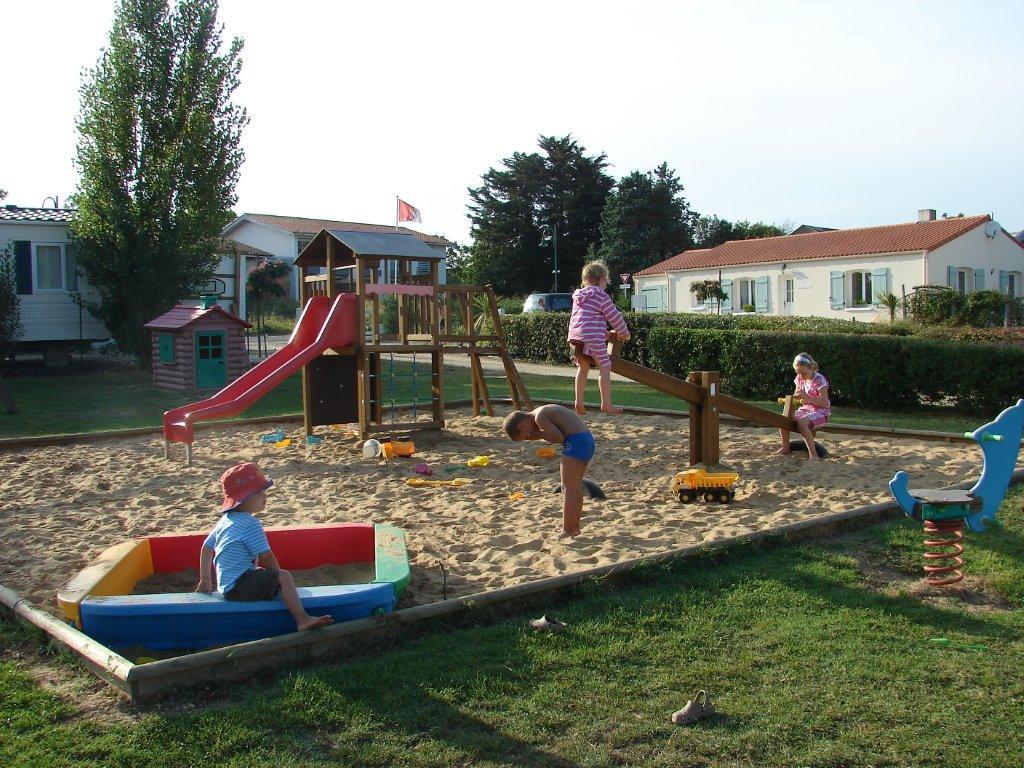 le bac à sable enfants camping Val de Vie en Vendée