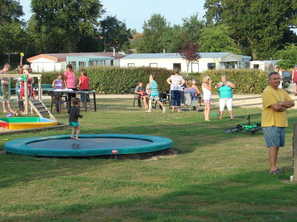 l'aire du jeux du camping Val de Vie en Vendée