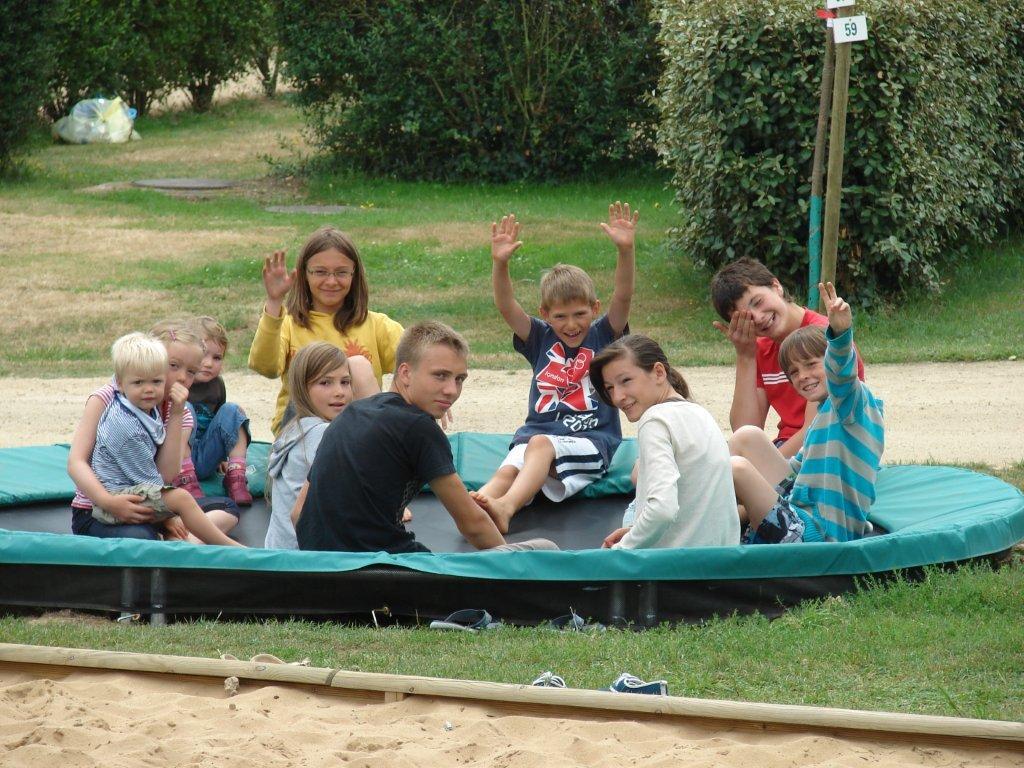 trampoline enfants camping Val de Vie en Vendée