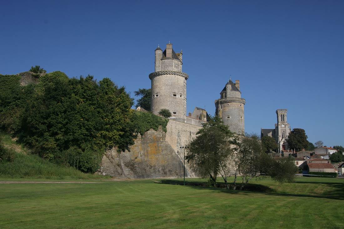 chateau d'Apremont près du camping